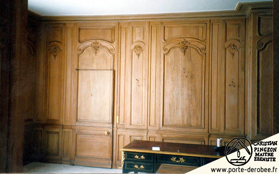 porte d rob e dans une boiserie passage secret dans une biblioth que ma tre pingeon. Black Bedroom Furniture Sets. Home Design Ideas